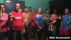 Los cubanos varados en Sapzurro, Colombia, esperan poder reiniciar su travesía rumbo a EEUU. (Foto: Caracol Radio)