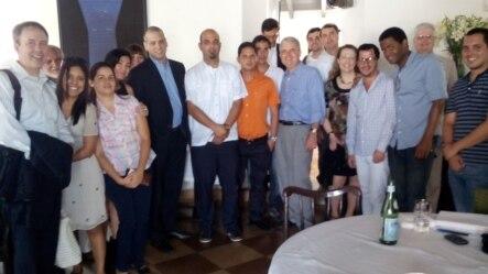 Daniel Sepúlveda junto a blogueros cubanos La Habana.