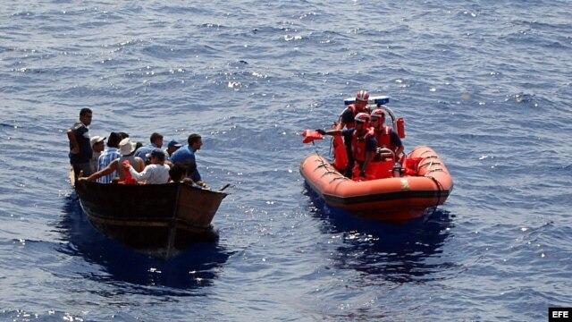 Foto de Archivo. Guardia Costera de EEUU intercepta a balseros al suroeste de Cayo Hueso, Florida.
