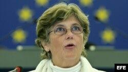 La esposa del periodista, poeta y disidente cubano Raúl Rivero, Blanca Reyes, durante su intervención el 14 de diciembre en el Parlamento Europeo en Estrasburgo, Francia, donde habló en representación de las 'Damas de Blanco', en la ceremonia de entrega d