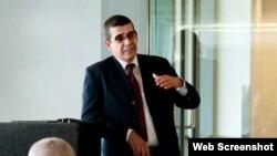 Jefe de la Sección de Intereses de Cuba, José Ramón Cabañas, en la Universidad de Tulane, Nueva Orleans.