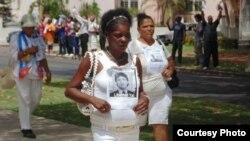 Amenazan a Damas de Blanco con restringir sus caminatas dominicales