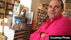 Entrevista con el novelista cubano William Navarrete