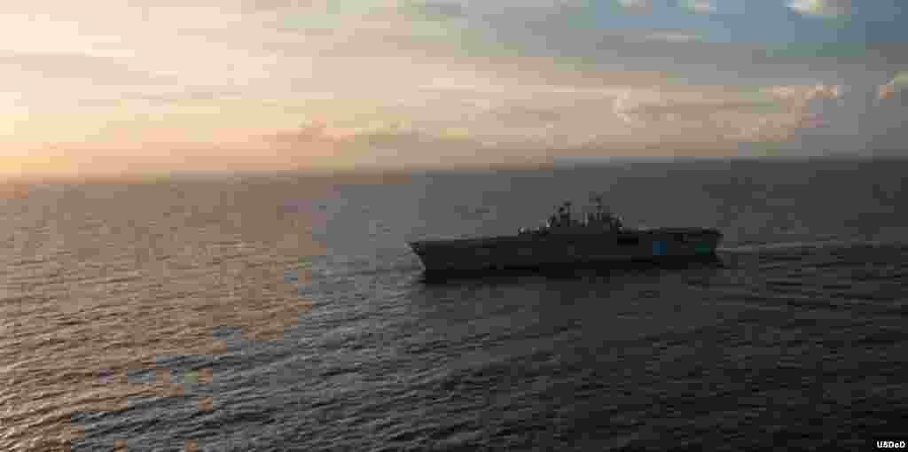 El buque anfibio USS Wasp en el Caribe ayudando a la recuperación tras Irma