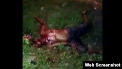 La víctima fue acuchillada varias veces y abandonada a su suerte en un callejón, hasta que murió.