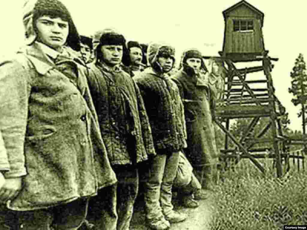 Adolescentes e infantes en el Gulag.