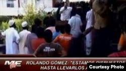 Un funcionario cubano amenaza a estudiantes pakistaníes de la ELAM que se declararon en huelga en 2010. Cortesía María Elvira Live.