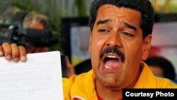 Maduro: disfrazando de conspiraciones una realidad de ineficacia gubernamental, polarización y hartazgo ciudadano.
