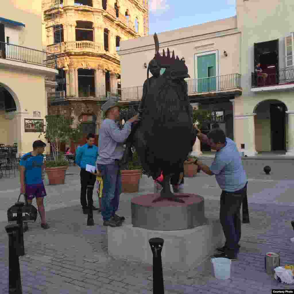 Escultura expuesta en La Habana y elaborada en Miami.