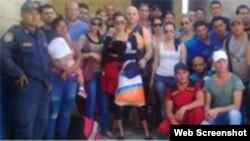 Cubanos retenidos en la frontera entre Honduras y Nicaragua. Archivo.