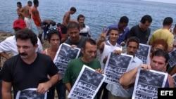 Opositores rinden homenaje en Cuba a víctimas del Remolcador 13 de Marzo. Archivo.