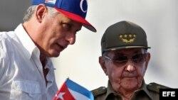 Miguel Díaz-Canel junto Raúl Castro, durante el desfile del 1 de Mayo.