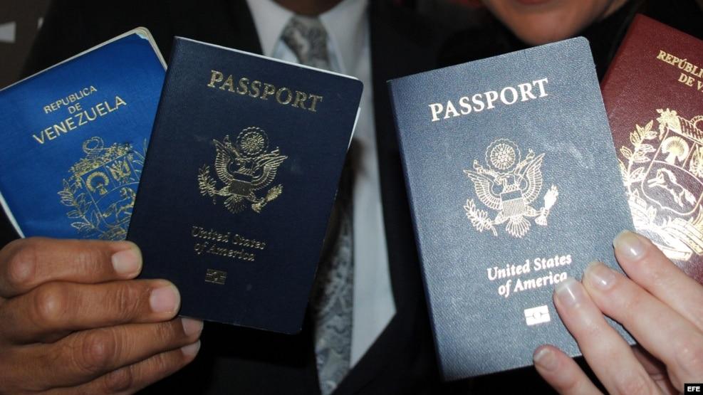 Pasaportes, de Venezuela y Estados Unidos.