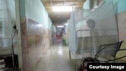 Vista de uno de los pasillos del hospital pediátrico de Holguín Octavio de la Concepción y de la Pedraja. (Foto: Fernando Donate para Cubanet)