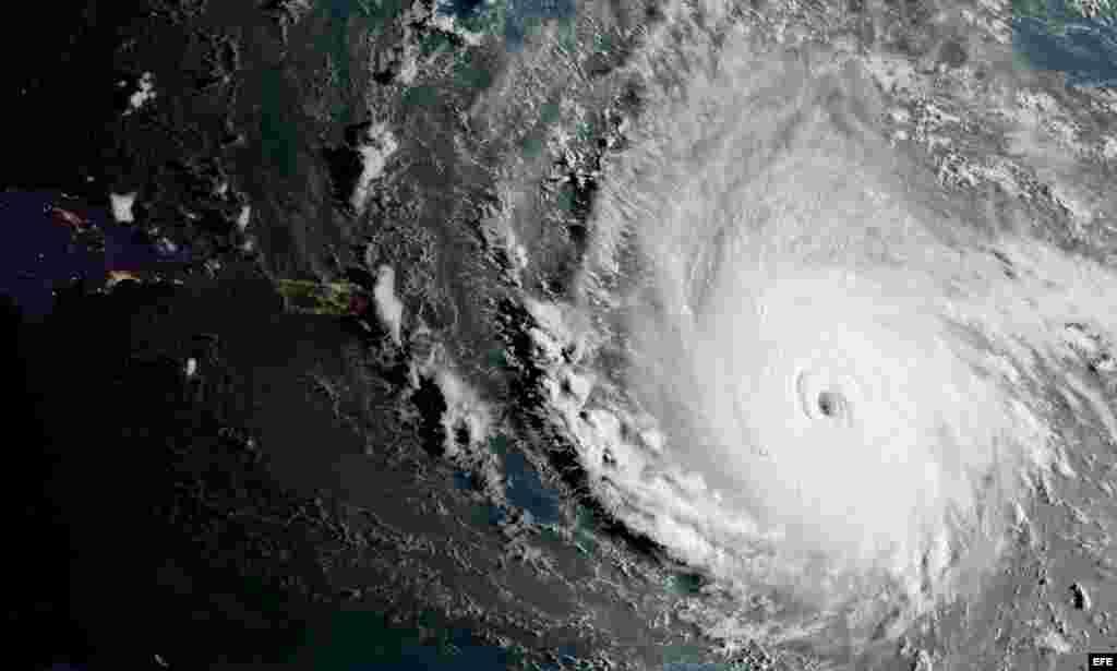 Fotografía tomada desde el espacio tomada por el satélite GOES-16 de la Agencia Nacional de Océanos y Atmósfera de Estados Unidos (NOAA).Irma es el huracán más fuerteque ha tenido lugar en el Atlántico a lo largo de la historia registrado fuera del área que comprende el Mar del Caribe y el Golfo de México.
