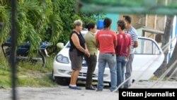 Vigilan y acosan a opositores y reporteros en Cuba