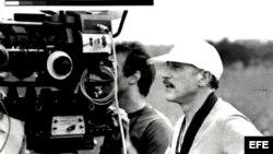 El cineasta Nestor Almendros durante el rodaje de una película.