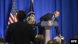 El presidente estadounidense Barack Obama, durante una rueda de prensa en la sede de la OCDE en París, Francia, hoy, 1 de diciembre de 2015.