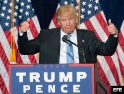 Donald Trump habla a sus seguidores en Phoenix. EFe