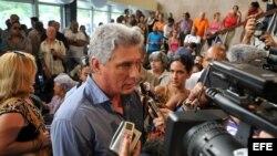 Miguel Diaz-Canel en los funerales de Juan Formell