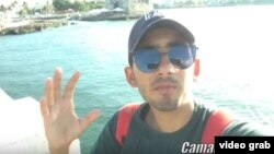 Frank Camallerys, joven youtuber cubano.