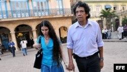 Yoani Sánchez y su esposo Reinaldo Escobar, en La Habana de 2011.