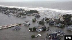 """Fotografía distribuida por las Fuerzas Aéreas de EE.UU., que muestra una vista desde el aire de los estragos causados por el huracán """"Sandy"""" en la costa de Nueva Jersey."""