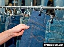 """""""Esta ropa está especial, pero cuando digo que es hecha en casa… se van"""", dice una fabricante de ropa artesanal. Foto: AC-San Martín."""