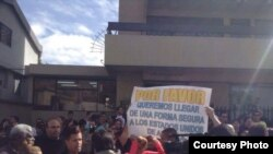 México niega puente aéreo para cubanos de Ecuador