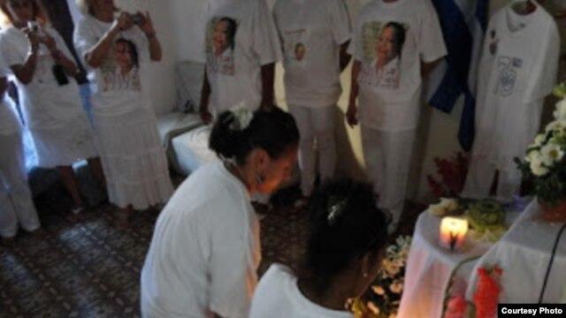 Homenaje a Laura Pollán foto publicada por Hablemos Press 13 de febrero 2013