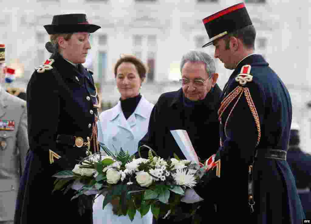 Castro fue recibido con todos los honores en Francia, en el inicio de una visita de Estado de dos días.