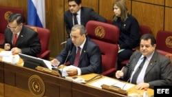 El presidente del Senado paraguayo, Jorge Oviedo (al centro), durante una sesión legislativa en Asunción.