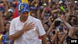 Henrique Capriles, habla a sus seguidores durante un acto de campaña en su visita al Estado Carabobo-Naguanagua (Venezuela).