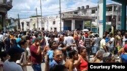 Habaneros exigen a las autoridades agua, electricidad y recogida de la basura/ Facebook Liu Santiesteban via Andy Michel Fonseca