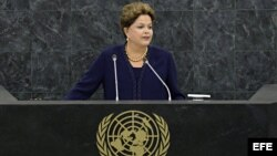 La presidenta de Brasil, Dilma Rousseff, pronuncia un discurso durante su intervención en el debate general de la 68ª sesión de la Asamblea General de Naciones Unidas hoy, martes 24 de septiembre de 2013 en su sede en Nueva York (Estados Unidos). Rousseff