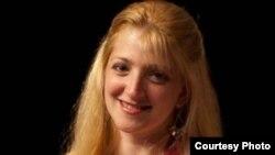 1800 Online con Elizabeth Rebozo