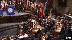 El canciller iraní, Ali Akbar Salehi, habla al inicio de las reuniones previas a la cumbre de los NOAL en Teherán.