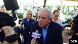 El alcalde de la ciudad de Miami, Tomás Regalado, acudió a la convocatoria.