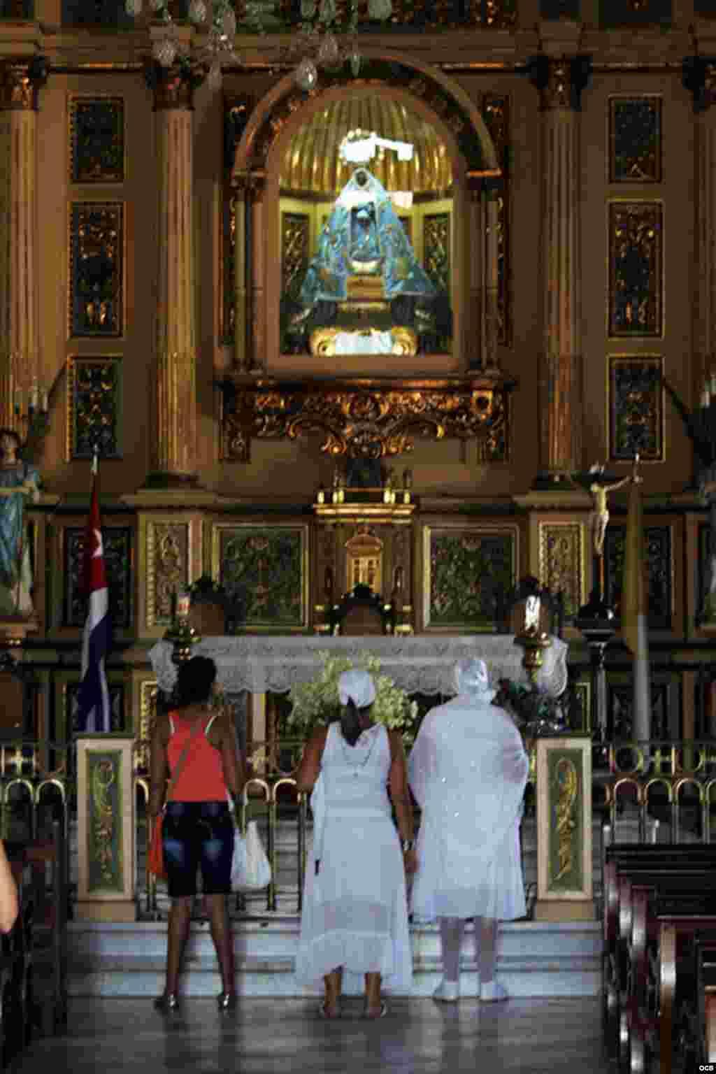 Los habaneros se preparan para rendir tributo a la Virgen de Regla. (Foto: Elio Delgado)
