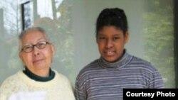 Tania Díaz Castro y su nieta mayor, en Suiza.