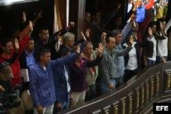 Constituyentistas participan en la sesión del sábado, en la que aprobó adelantar para octubre las elecciones regionales.