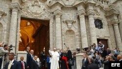 """""""Saludé a muchos en la Catedral ( de La Habana) pero ninguno se identificó como disidente"""", dijo el Papa durante su vuelo a EE.UU."""