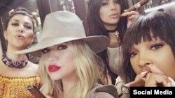 Las hermanas Kardashian con su amiga Malika Haqq / Foto tomada del Instagram de Khloé Kardashian.
