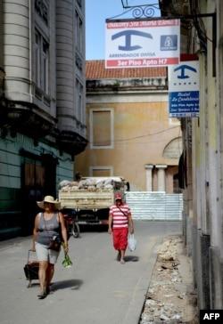 Un anuncio de renta de habitaciones en La Habana.
