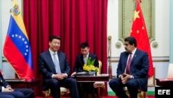 El presidente chino Xi Jinping y el mandatario venezolano Nicolás Maduro. Archivo.
