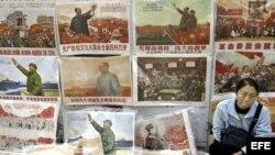 Venta de cuadros y memorabilia de Mao Tsetung.