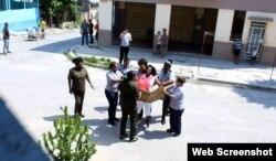 Fuerzas represivas castristas se avalanzan sobre Berta Soler.