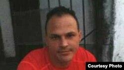 Reynold Figueredo Gallardo, activista de derechos humanos, detenido por la policía en La Habana.