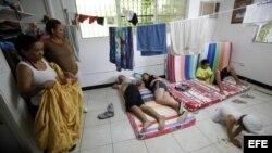 Cubanos siguen llegando a la sede de Cáritas en Ciudad Panamá.