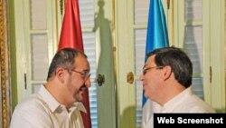 El Ministro de Relaciones Exteriores de la República de Cuba Bruno Rodríguez Parrilla, y Luis Fernándo Carreras Castro, Ministro de Relaciones Exteriores de la República de Guatemala